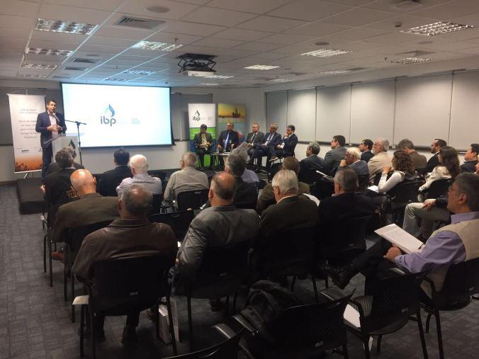 Conferência no Instituto Brasileiro de Petróleo no RJ 2